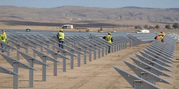 World's Largest Solar Power Plant Is Now In Operation